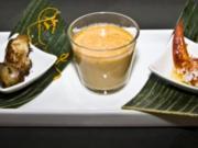 Flambierte Krustentiersuppe  und gebratene Wachtelkeule - Rezept