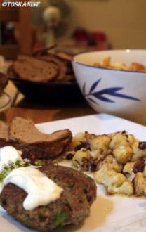 Minzbouletten mit Knoblauchdip, dazu gebratener Blumenkohl und Brotchips - Rezept