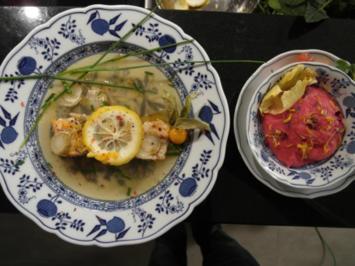 Lachs im Kräuterbett mit Papaya-Pomelo-Brunnenkresse-Salat und Selleriepüree - Rezept