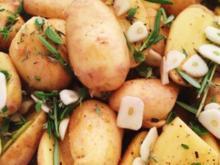 Kartoffen mit Knoblauch und Kräutern - Rezept