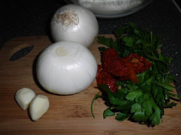 Enikös Backkartoffeln mit Kräuterquark, dazu Zwiebelsalat - Rezept - Bild Nr. 5