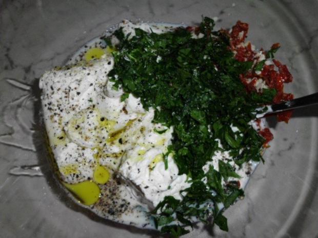 Enikös Backkartoffeln mit Kräuterquark, dazu Zwiebelsalat - Rezept - Bild Nr. 7