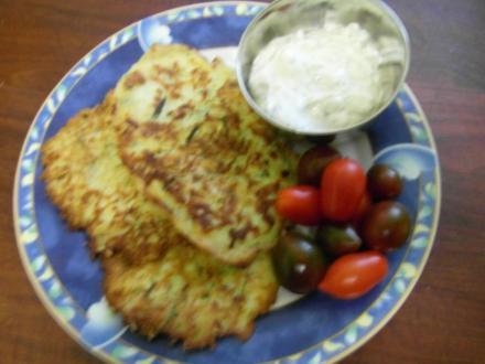 Zucchini-Knoblauch-Kräuter-Puffer - Rezept