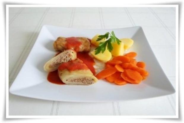 Kohlrouladen mit Tomatensauce, Salzkartoffeln und Möhren - schonend gegart. - Rezept - Bild Nr. 2