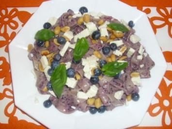 Nudeln mit Blaubeeren und Feta - Rezept