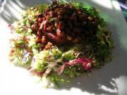 Rindstatar auf Reibekuchen mit gebratenen Pfifferlingen und Salatbukett - Rezept