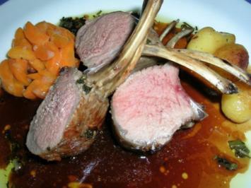 Lammrücken mit frischen Kräutern und Knoblauch - Rezept