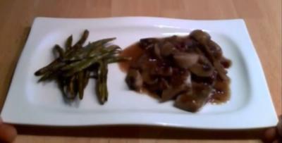 Hühnchen an Rotwein-Champignon-Soße mit grünen Bohnen - Rezept