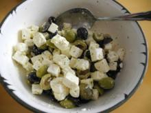 Salate : Feta - Salat mit schwarze und grünen Oliven - Rezept