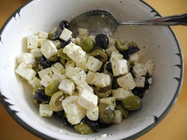 salate feta salat mit schwarze und gr nen oliven rezept. Black Bedroom Furniture Sets. Home Design Ideas