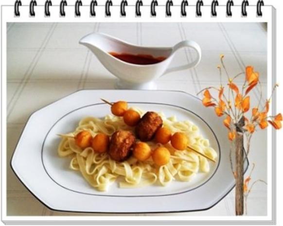 Fleisch-Kartoffelbällchen-Spieß auf Tagliatelle - Rezept