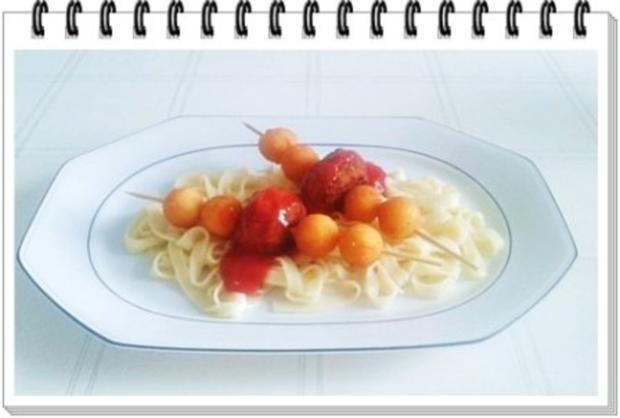 Fleisch-Kartoffelbällchen-Spieß auf Tagliatelle - Rezept - Bild Nr. 3