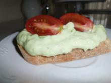 Avocadocreme auf getoastetem Baguette - Rezept