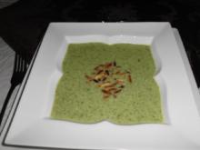 Rucolacremesuppe mit gerösteten Pinienkerne - Rezept