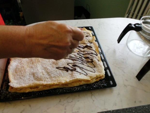 Brandteigkuchen mit Vanillecreme, dazu Waldbeermus (so wird das in Ungarn gemacht) - Rezept - Bild Nr. 23