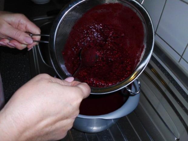 Brandteigkuchen mit Vanillecreme, dazu Waldbeermus (so wird das in Ungarn gemacht) - Rezept - Bild Nr. 27