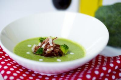 Brokkoli-Creme mit feinen Scheibchen von iberischem Schinken - Rezept