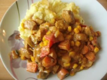 Bratwurstgulasch mit  Apfel - Kartoffelstampf - Rezept