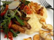 Kirschtomaten-Goldröhrling-Rauke-Mischung mit Polenta und Salzmandeln - Rezept