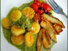 Gnocchi mit Petersilien-Sahne, Steinpilzen und Kirschtomaten - Rezept