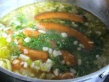 Suppen & Eintöpfe: Bunte Kartoffelsuppe mit Würstchen - Rezept