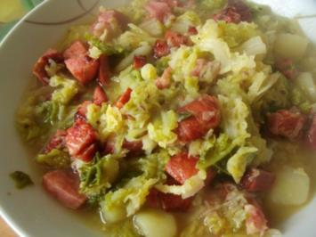 Hausmannskost - Wirsingkohlsuppe mit Knacker - Rezept