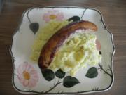 Beilage : Kartoffelbrei mit Kräutern-Crème fraîche und dazu Kräuterbratwürste - Rezept
