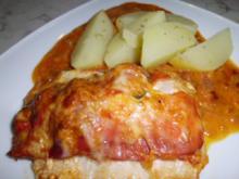 Geschichtete Käse-Hähnchenbrustfilets in einer Zwiebel-Senfsahnesauce, überbacken - Rezept