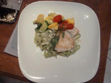 Fisch aus eigenem Fang auf Gemüse der Saison, Kräuterbandnudeln und Weißweinsoße - Rezept