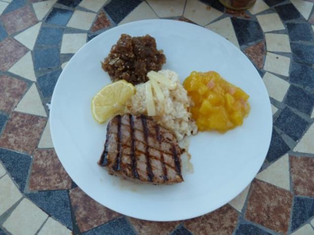 Zweierlei vom Thunfisch an Risotto und Mango-Chutney und Amuse Gueule: Campari-Apfel-Gelee - Rezept