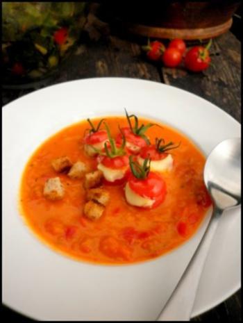 Gefüllte Kirschtomaten und Tomaten-Paprika-Suppe - Rezept - Bild Nr. 5