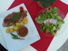 Saltimbocca mit Rosmarinkartöffelchen, Tomatensoße und einem Gartensalat - Rezept