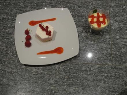Himbeer-Joghurt-Türmchen und weißes Schokomousse - Rezept