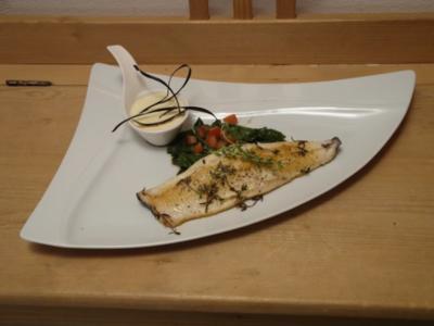 Filet vom Saibling in Thymianbutter auf einem Salat vom jungen Spinat und Kartoffelschaum - Rezept