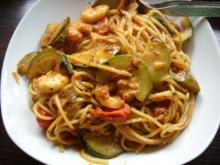 Spaghetti mit Zucchini-Tomaten-Soße und Scampi - Rezept
