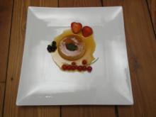 Crème Caramel renversée aux baies - Karamell-Creme mit Beeren - Rezept