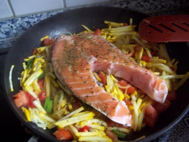 Lachssteak auf Gemüsebett - Rezept - Bild Nr. 6
