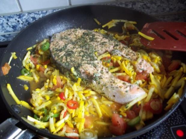 Lachssteak auf Gemüsebett - Rezept - Bild Nr. 7