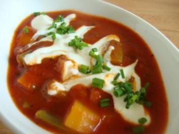 Rezept: Tomatensuppe mit Gemüsevielfalt