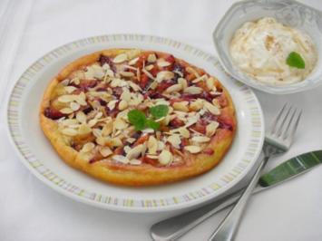 Saftige Zwetschgen - Pfannkuchen mit Joghurt - Zimtcreme - Rezept