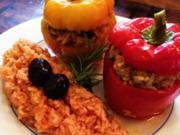 Paprika gefüllt mit Rinderhack-Reis-Füllung  an Tomatenreis - Rezept
