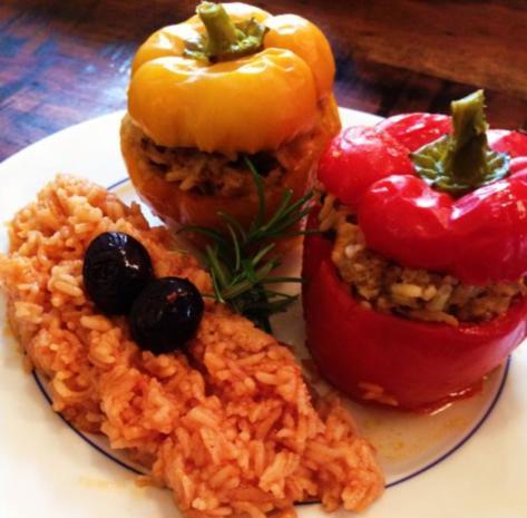 paprika gef llt mit rinderhack reis f llung an tomatenreis rezept. Black Bedroom Furniture Sets. Home Design Ideas