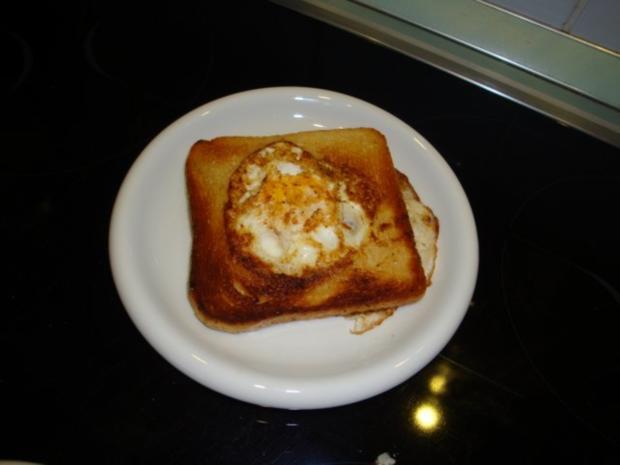 Ei im Nest oder einfach Eiertoast - Rezept - Bild Nr. 8