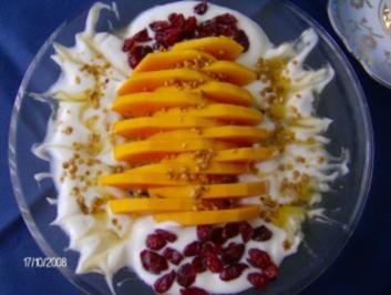 Papaya mit Jogurth-Honig-Soße und Cranbeerys - Rezept