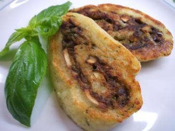 Kartoffeln: Kartoffel-Roulade mit Zucchini-Pilz-Füllung - Rezept