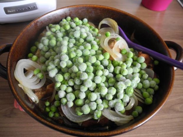 Gulasch : Zwiebel - Erbsen - Gulasch...aus dem kleinen Zaubertopf* - Rezept - Bild Nr. 15