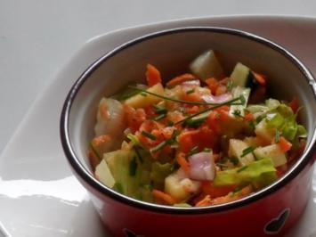 Frischer Karotten-Gurken-Salat mit Orangen-Senf-Dressing - Rezept