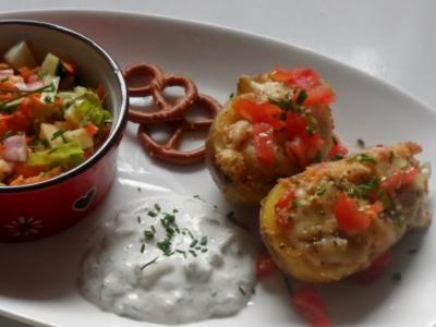Herzhafte Ofenkartoffeln mit Bergkäse-Speck-Füllung - Rezept