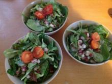 Feldsalat mit Granatapfel-Schinken-Limettedressing - Rezept