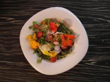 Wildkräutersalat mit karamellisierten Ziegenkäse und gerösteten Walnüssen - Rezept